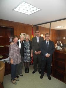 De izquierda a derecha, Cecilia Castejón ( Jefa de Estudios de Infantil y Primaria), Teresa Merino (Secretaría), Julieta Mrocek (Vicerrectora), Luis Fernández (Rector) y Manuel Lucena (Agregado de Educación en Colombia)