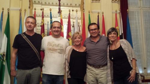 Los docentes bogotanos en compañía de otras personas premiadas en el Vicente Ferrer