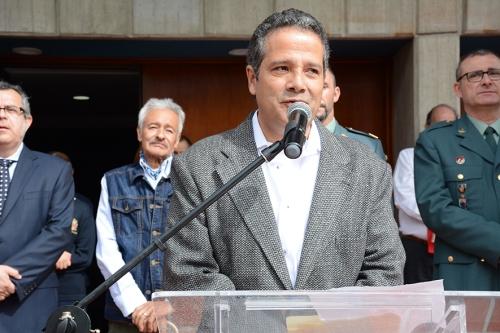 Diego Villegas, autor de la escultura de homenaje a Gratiniano Bulla