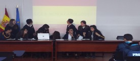 Alumnado de 2º de la ESO exponiendo ante los otros colegios