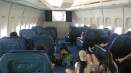 Museo de la Ciencia de La Coruña en el avión que trasladó al Guernica de Picasso